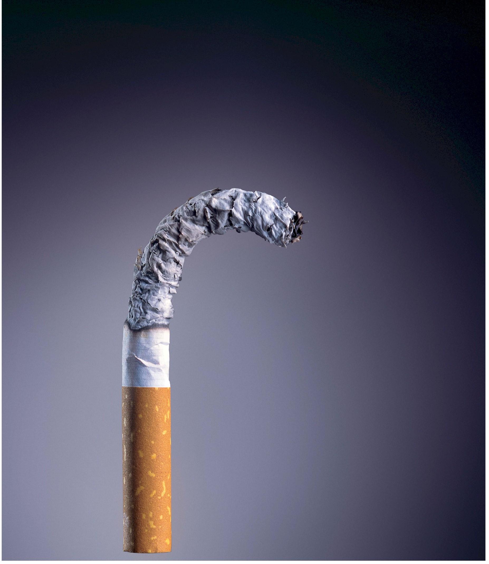 a dohányzás betegséget és fejfájást okoz)
